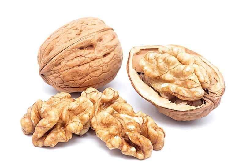 """Ето така изглеждат орехите от сорт """"Чандлър""""."""